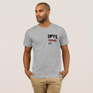 L'amour Trumps tous T-shirt