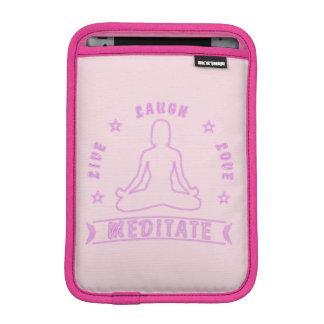 L'amour vivant de rire méditent texte femelle (le housse iPad mini