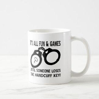 L'amusement et les jeux jusqu'à quelqu'un perd la mug