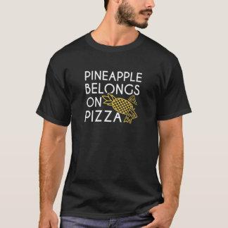 L'ananas appartient sur la pizza t-shirt