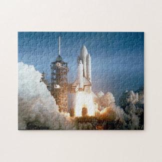 Lancement de Colombie de navette spatiale de la Puzzle