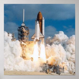Lancement de la découverte de navette spatiale poster