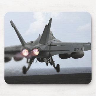 Lancements superbes d'un frelon de F/A-18E Tapis De Souris