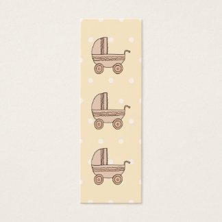 Landau beige de bébé. Sur le fond tacheté Mini Carte De Visite