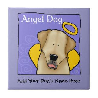 L'ange jaune de chien de laboratoire carreau
