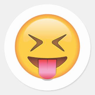 Langue avec les yeux étroitement fermés - Emoji Sticker Rond