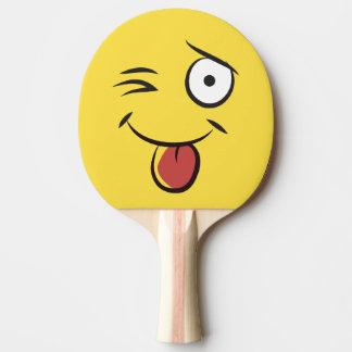 Langue de taquinerie de visage raquette de ping pong