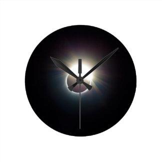L'anneau de l'éclipse 2017 solaire horloge ronde