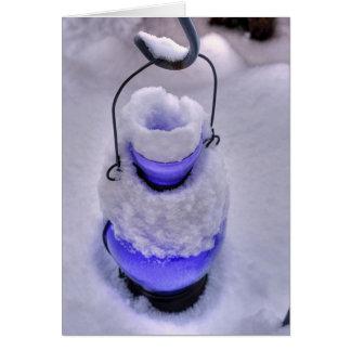 Lanterne bleue dans la neige carte de vœux