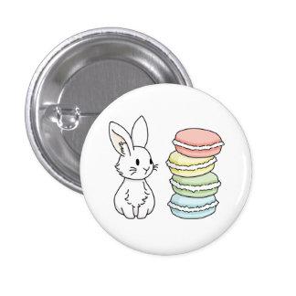Lapin avec des macarons badge