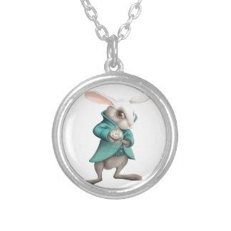 Lapin blanc avec l'horloge pendentif rond