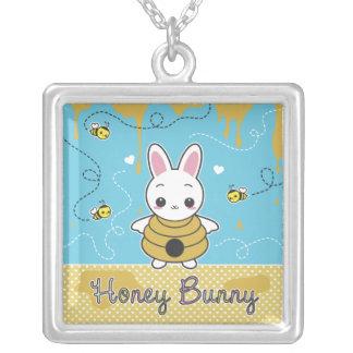 Lapin de miel pendentif carré