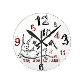 "Lapin impertinent ""vous êtes"" horloge en retard"