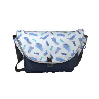 L'aquarelle bleue repère le petit sac messenger besace
