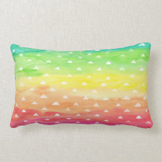 L'aquarelle colorée barre les triangles blanches oreiller