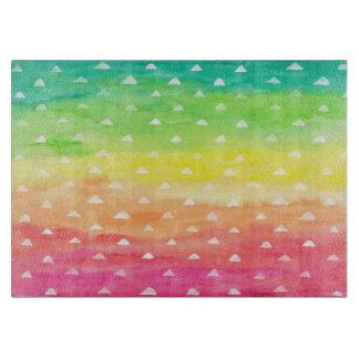 L'aquarelle colorée barre les triangles blanches planche à découper