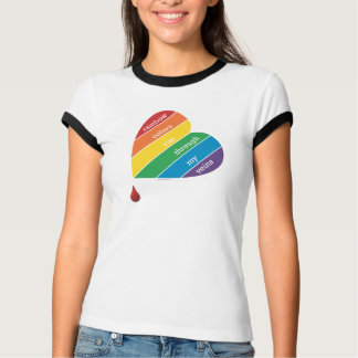 L'arc-en-ciel colore le T-shirt des femmes