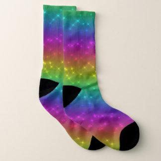 L'arc-en-ciel lumineux miroite des chaussettes