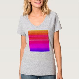 L'arc-en-ciel mélangent dedans bleu et rose rouges t-shirt