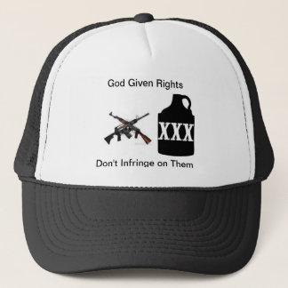 L'arme à feu redresse le casquette de camionneur