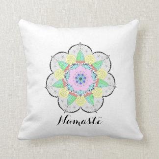 L'art de mandala modèle le coussin floral de yoga