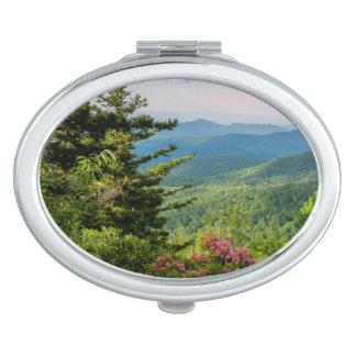 Laurier de montagne au lever de soleil miroir compact