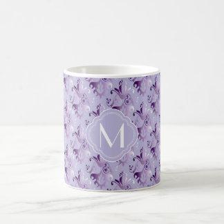Lavande et motif pourpre de damassé avec le mug