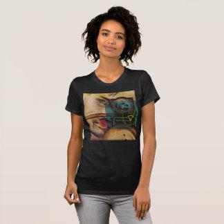 L'avant et le dos de resserrement t-shirt