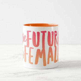 L'avenir est femelle tasse à deux tons de 11 onces