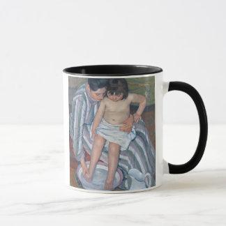 Le bain de l'enfant, 1893 (huile sur la toile) mugs