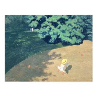 Le ballon ou le coin d'un parc avec un enfant carte postale