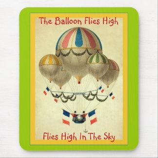 Le ballon vole haut tapis de souris