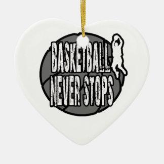 Le basket-ball ne s'arrête jamais ornement cœur en céramique