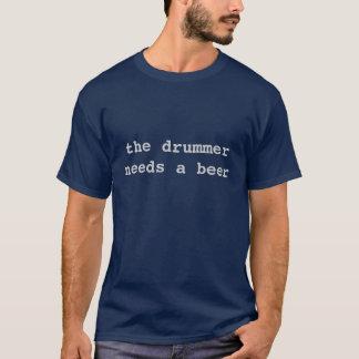 le batteur a besoin d'une bière t-shirt
