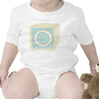 Le bébé bloque des initiales graphiques en bois body