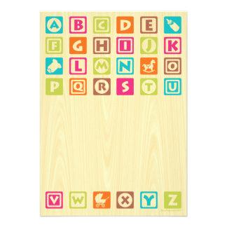 Le bébé en bois bloque des invitations de baby sho