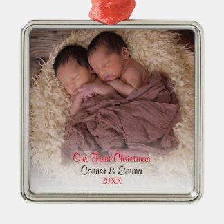 Le bébé jumelle le premier ornement de photo