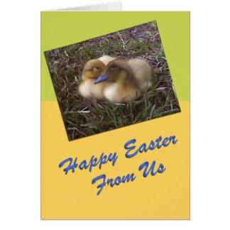 Le bébé penche la carte de Pâques