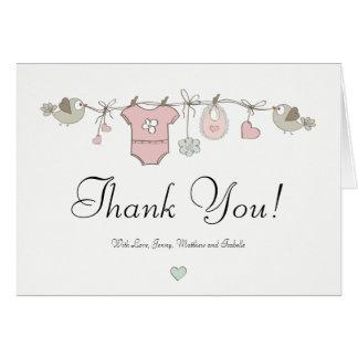 Le bébé rose vêtx le carte de remerciements de