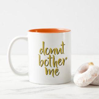 Le beignet me tracassent tasse de café