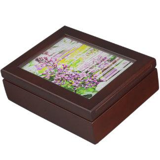 Le blanc a lavé la boîte lilas peinte de souvenir boîte à souvenirs