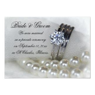 Le blanc de bagues à diamant perle le faire-part