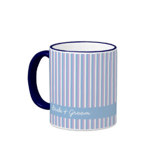 Le blanc lilas bleu barre la tasse bleue de