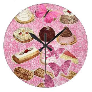 Le bonbon traite la pâtisserie française de grande horloge ronde