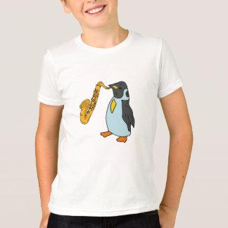 Le BZ pingouin jouant la chemise de saxo T-shirt