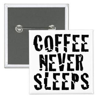 Le café ne dort jamais badges