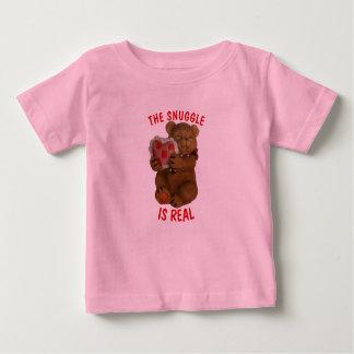 Le câlin est vrais ours et coeur t-shirt pour bébé