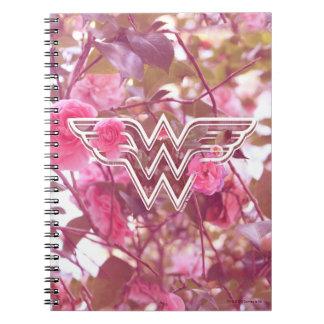 Le camélia de rose de femme de merveille fleurit carnets à spirale