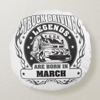 Le camion conduisant des légendes sont né en mars coussins ronds