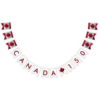 Le Canada 150 drapeaux canadiens